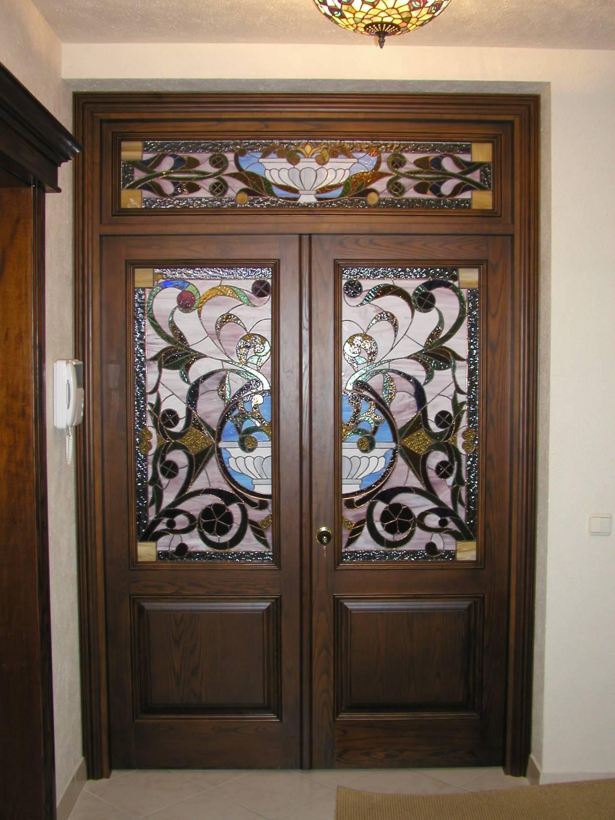 металлические двери с витражами по индивидуальному заказу