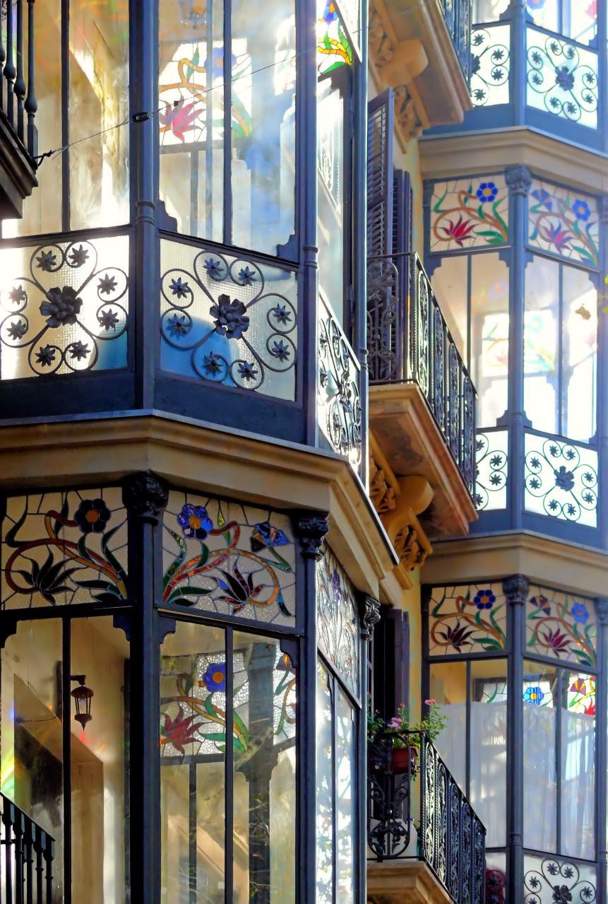 Фото витражных окон в частном доме.