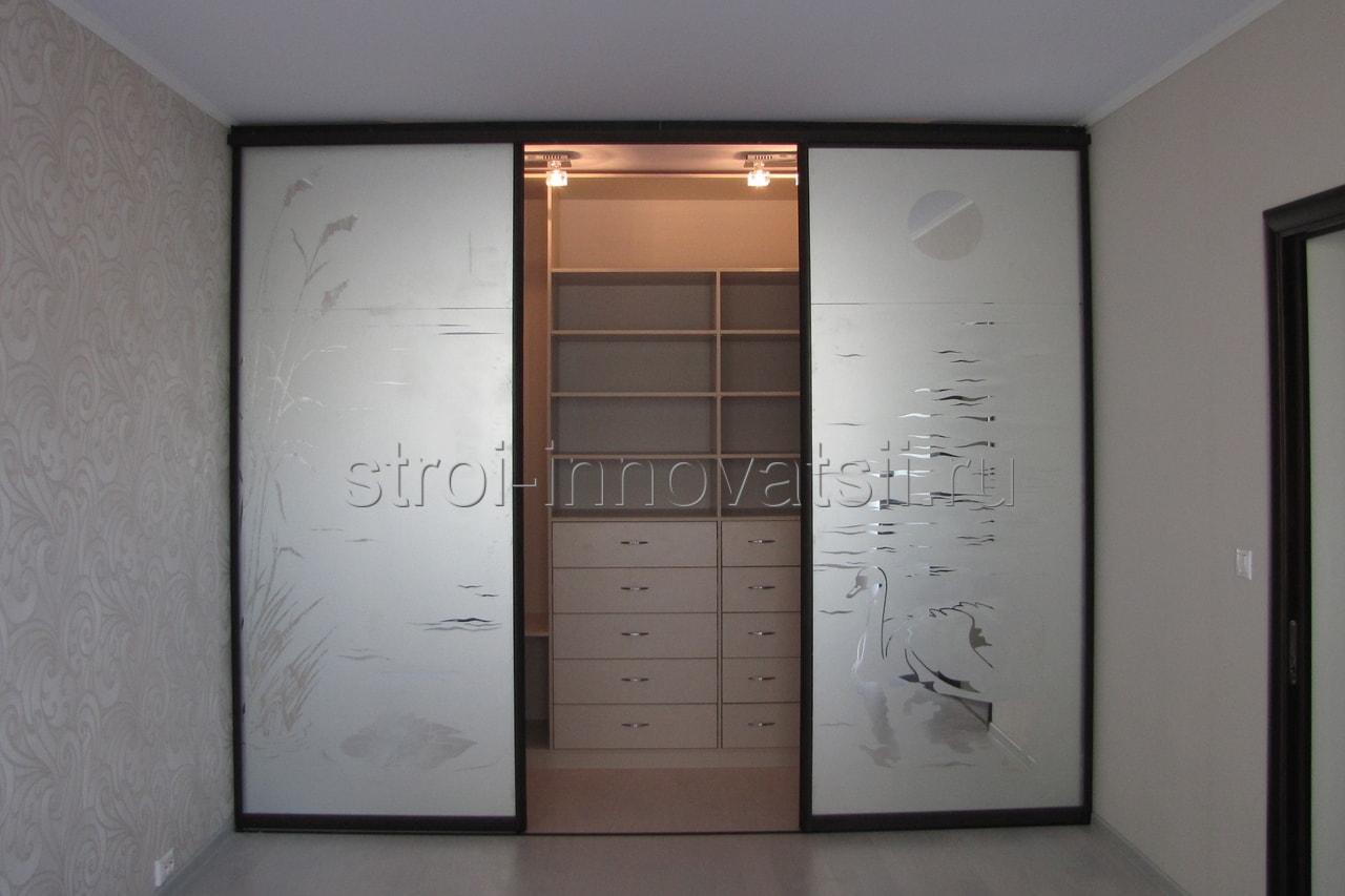 Раздвижные двери (двери-купе): межкомнатные, для гардеробной.