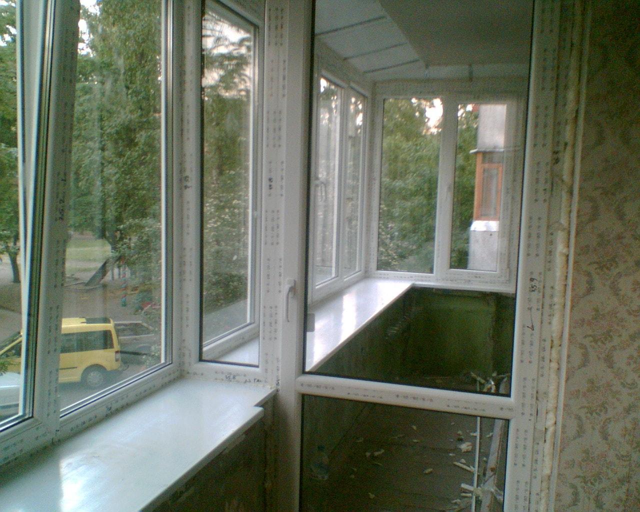 Перегородки между балконами.