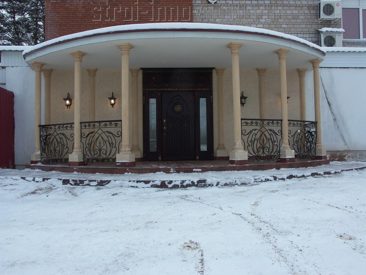 двери на входную группу в ресторан