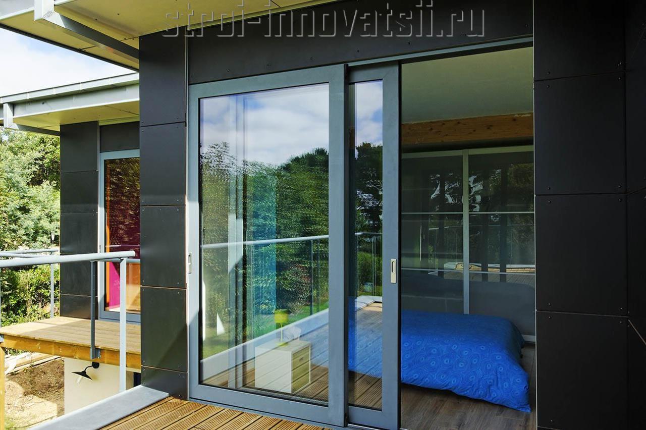 Входные алюминиевые двери со стеклом.
