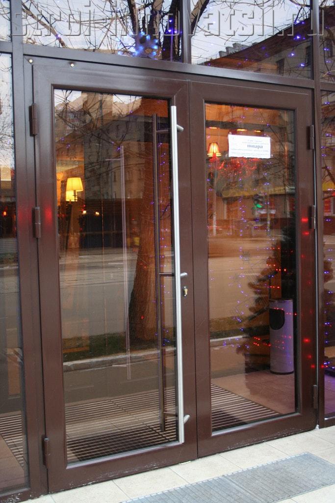 Алюминиевые двери со стеклом входные краснодар