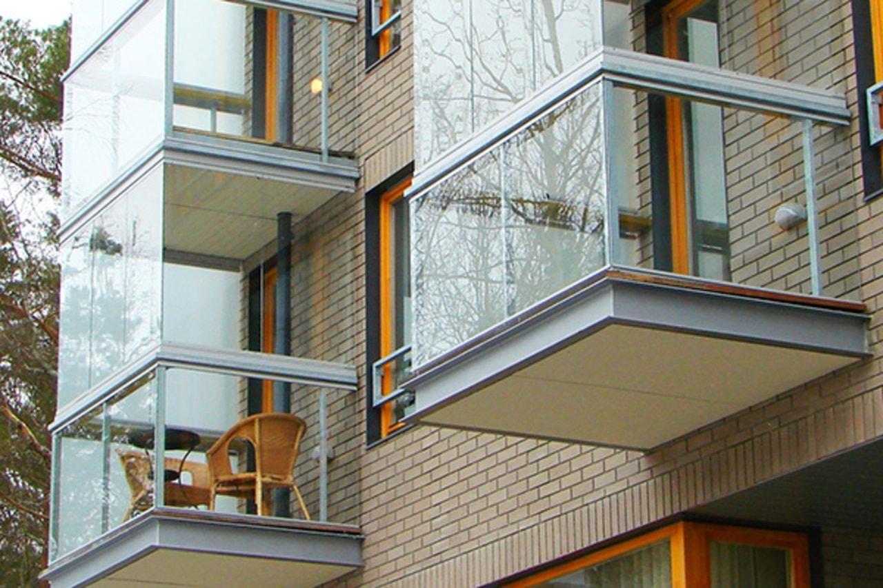 Безрамное остекление балконов и лоджий.