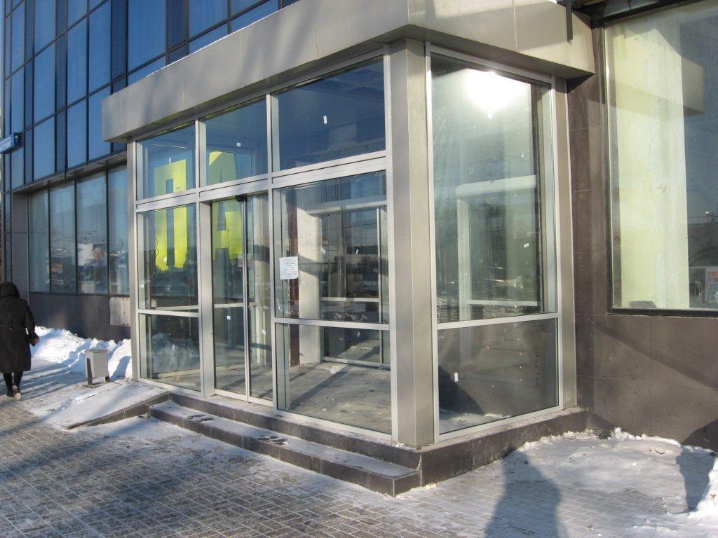 Преимущества и недостатки стеклянного тамбура в частном доме 2
